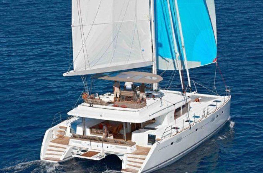 Charter catamaran amura ii bahamas yourcharteryacht for By the cabin catamaran charters
