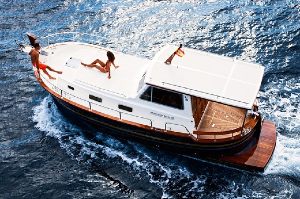 Charter yacht menorquin 100 open 2 cabins menorca for By the cabin catamaran charters