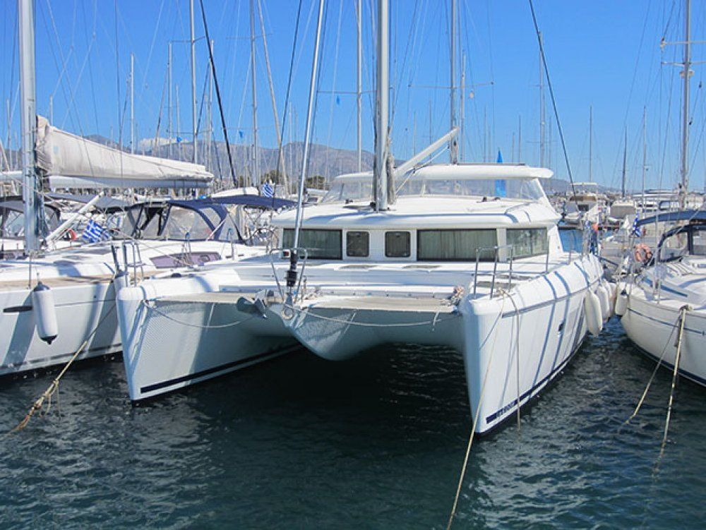 Charter catamaran lagoon 420 athens yourcharteryacht for By the cabin catamaran charters