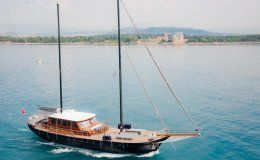 Vita dolce luxury motor sailor 5 double cabins french riviera