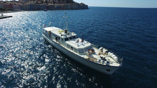 Play fellow motor yacht in croatia